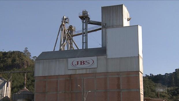Unidade da JBS em Santa Catarina (Foto: Reprodução/NSC TV)