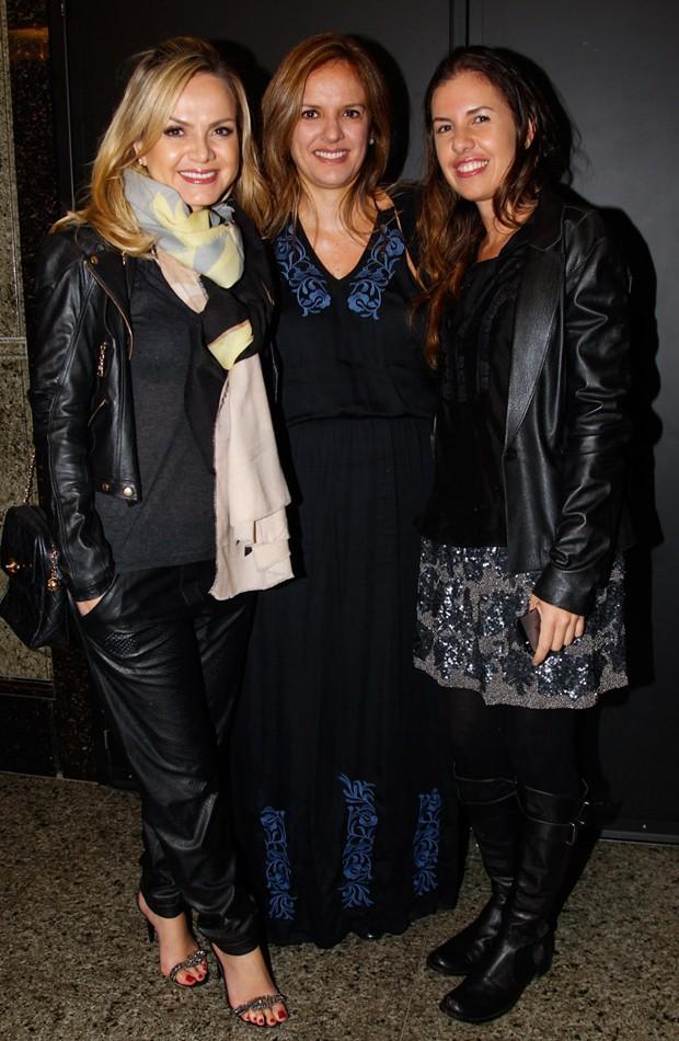 Eliana vai a show com amigas (Foto: Manuela Scarpa/Foto Rio News)