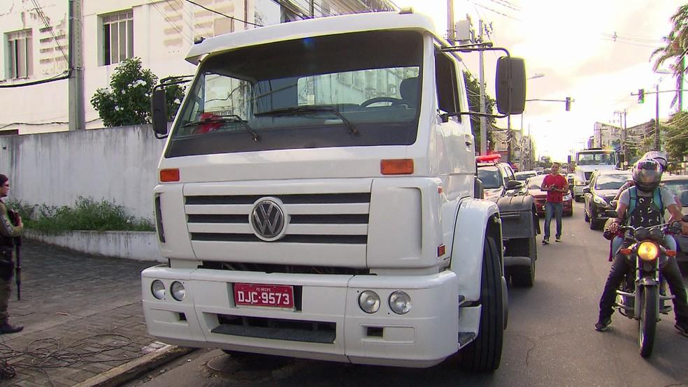 Caminhão foi apreendido durante operação da Polícia Civil de Pernambuco, nesta terça-feira (22) (Foto: Reprodução/TV Globo)