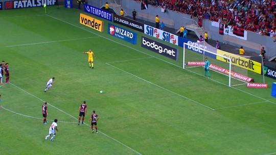 Parado por Diego Alves, Pikachu perdeu o primeiro pênalti com a camisa do Vasco