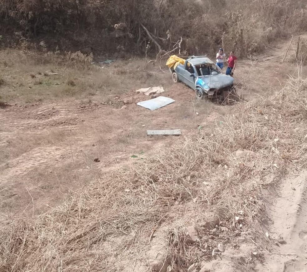 Motorista caiu de cima de uma ponte, na zona rural de Várzea da Palma (Foto: Samu/Divulgação)