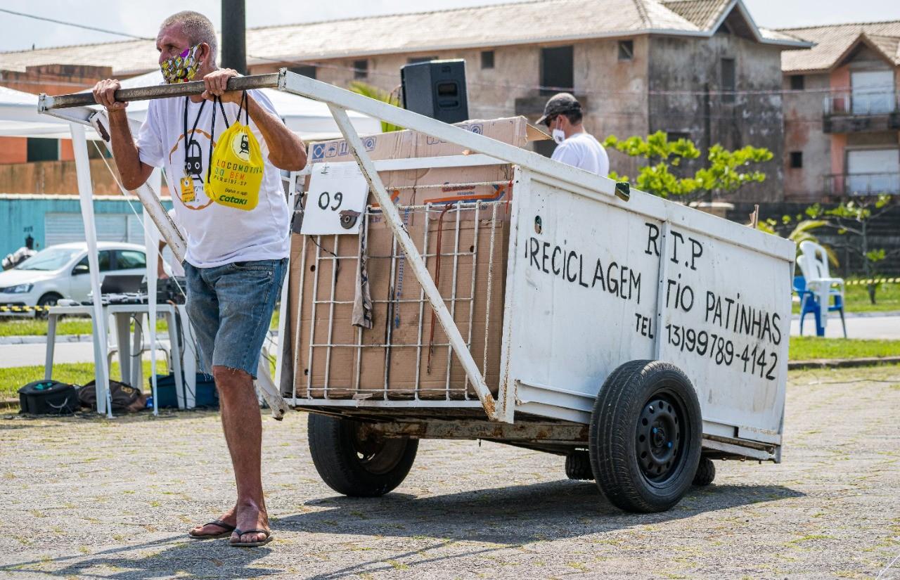 TCC vira projeto socioambiental e cadastra catadores para receberem por coleta de recicláveis