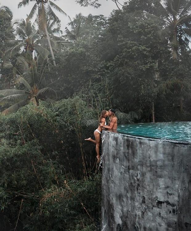 O casal de influenciadores pode ter passado dos limites para conseguir a foto perfeita (Foto: Instagram/ Reprodução)