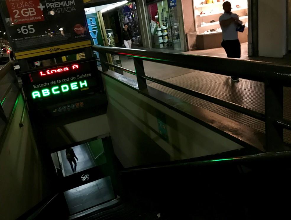 Greve geral na Argentina paralisa transporte público e deixa estações de metrô fechadas — Foto: Marcos Brindicci/Reuters
