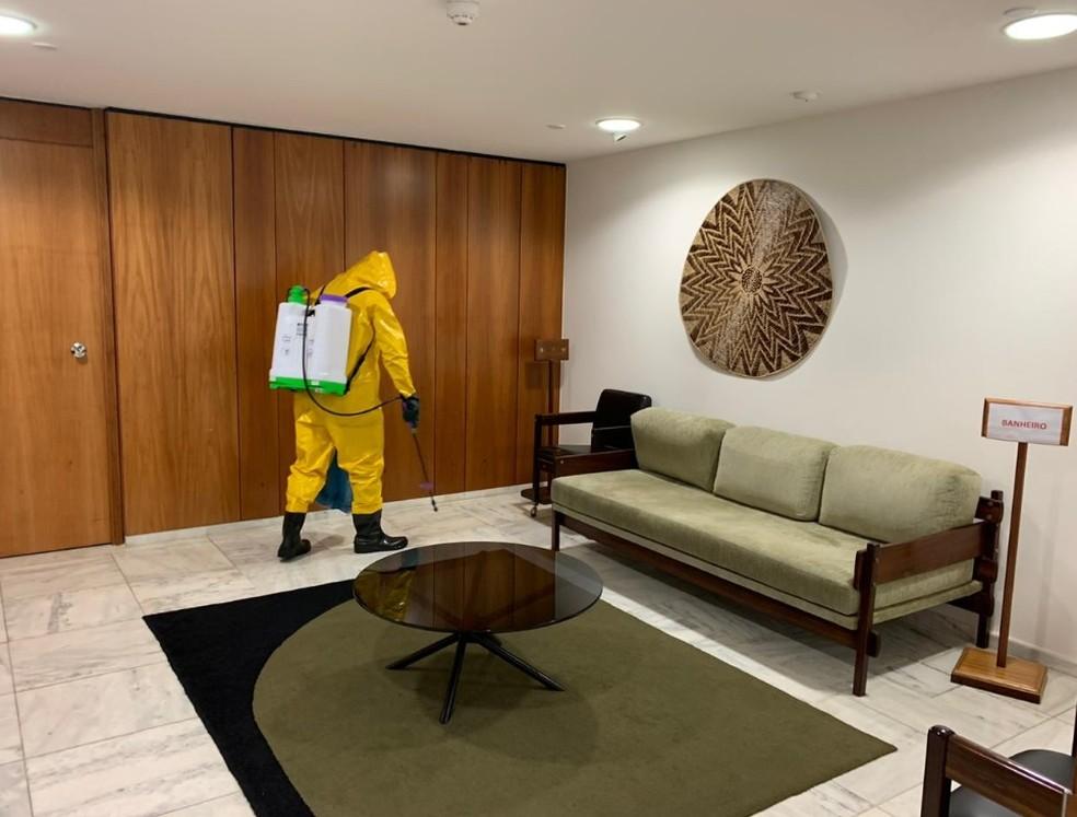 Limpeza na área interna do Palácio do Planalto — Foto: Secretaria-Geral da Presidência