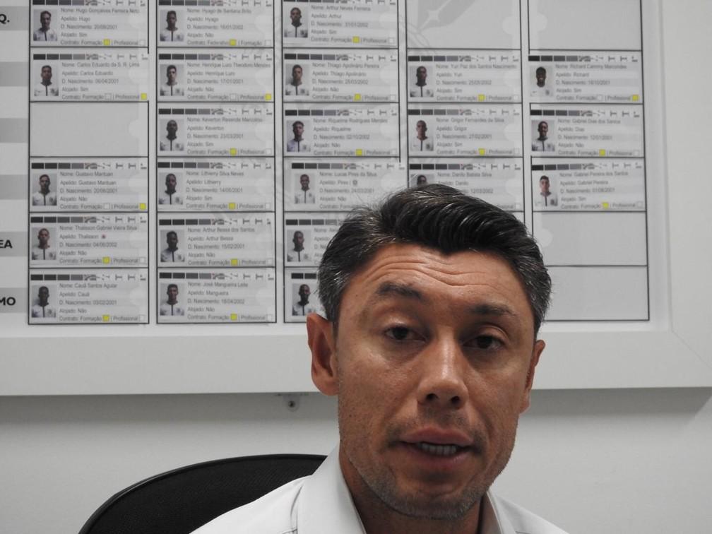 Yamada é gerente da base do Corinthians — Foto: Marcelo Braga