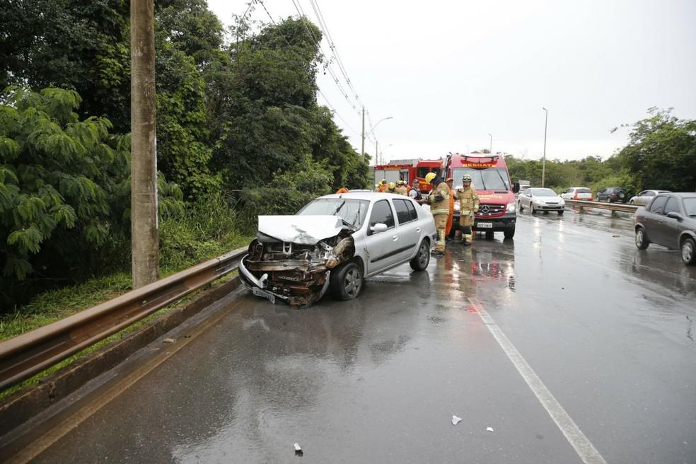 Acidente na EPAR, no Distrito Federal, envolveu três veículos (Foto: CBMDF/Divulgação)
