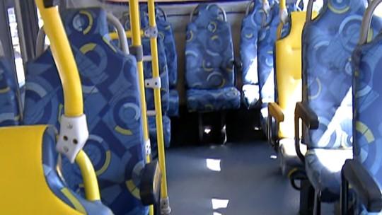 Funcionários retiram cerca de 15 quilos de lixo todos os dias dos ônibus coletivos do Alto Tietê