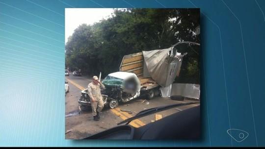 Caminhonete e caminhão batem e deixam três feridos na BR-259