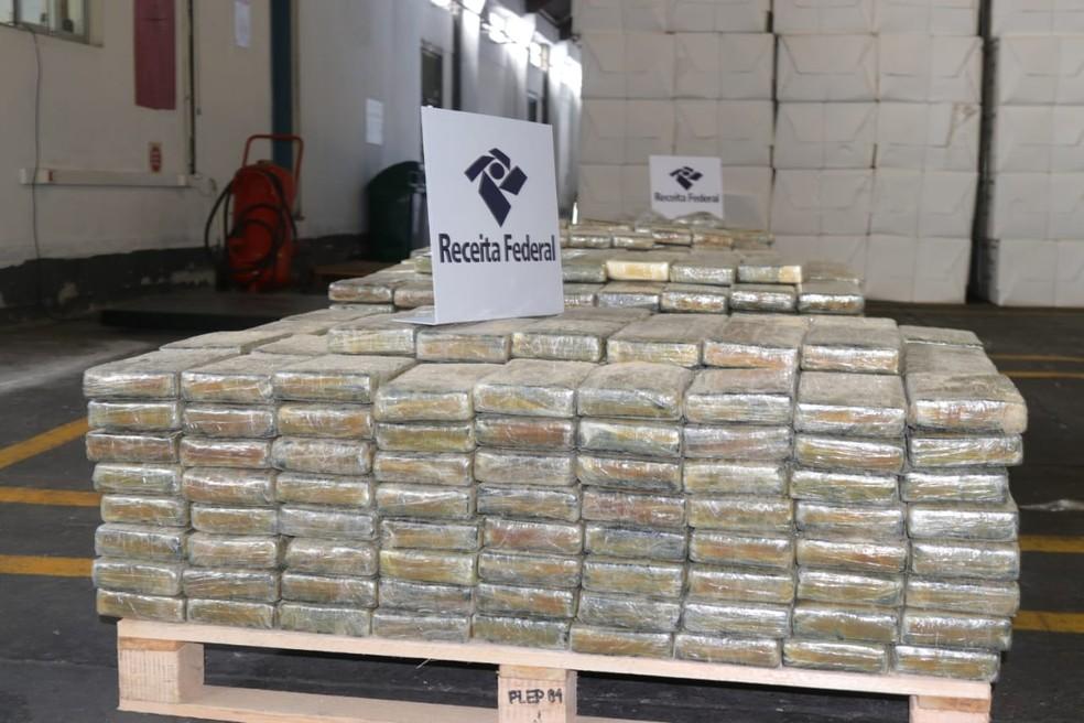 Cocaína foi encontrada no Porto de Itajaí — Foto: Luiz Souza/NSC TV
