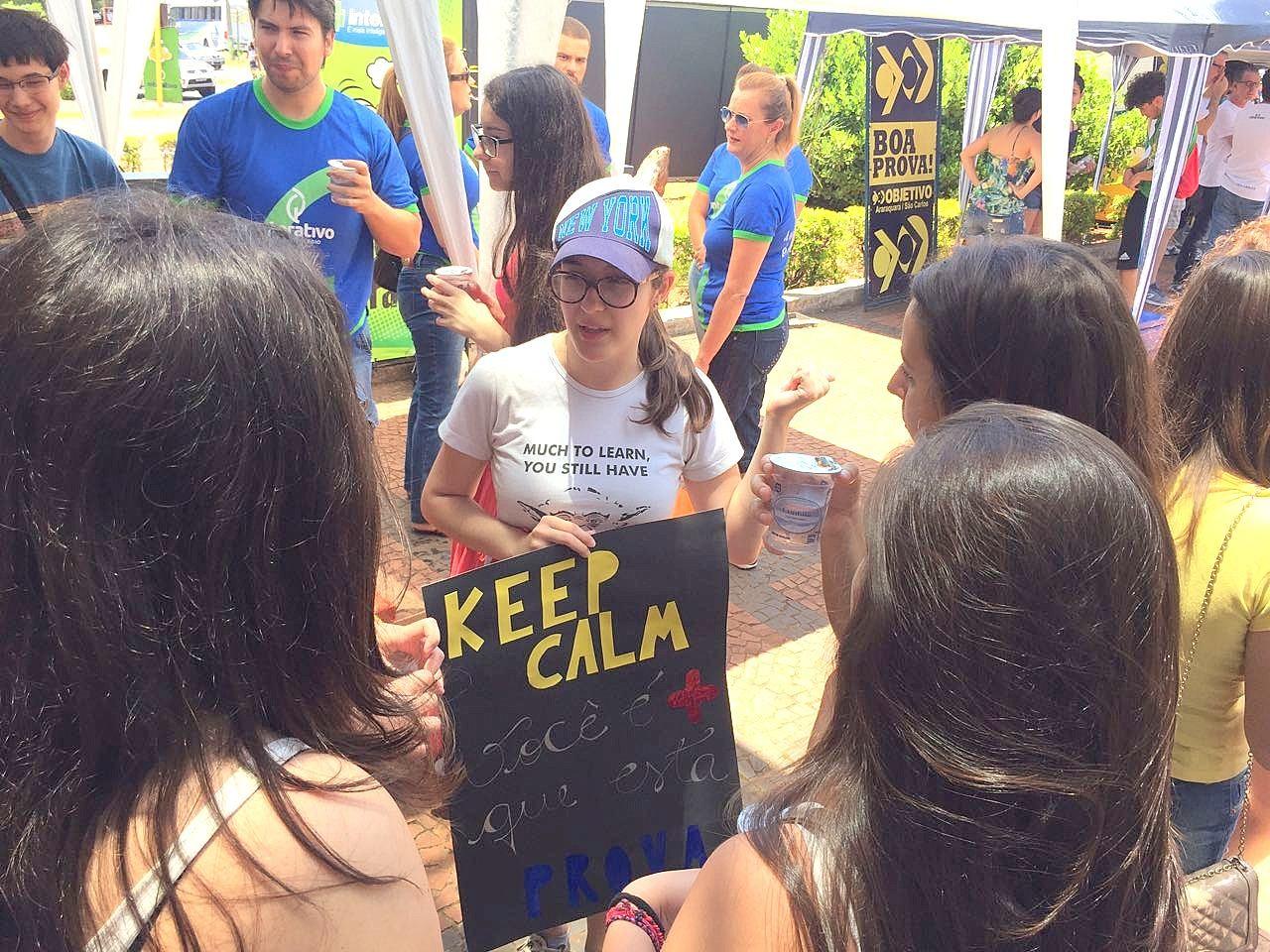 Estudantes que já enfrentaram vestibular levam oração e mensagens de apoio a novos candidatas da Unesp
