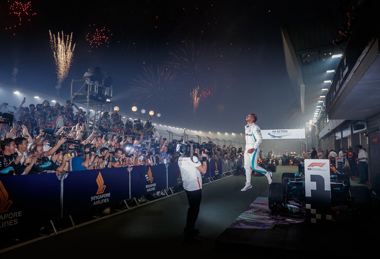 Irretocável, Hamilton fatura o GP de Singapura e começa a sonhar com penta
