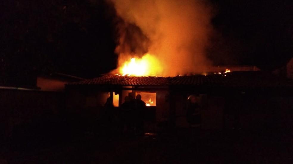 Resultado de imagem para incendio casa