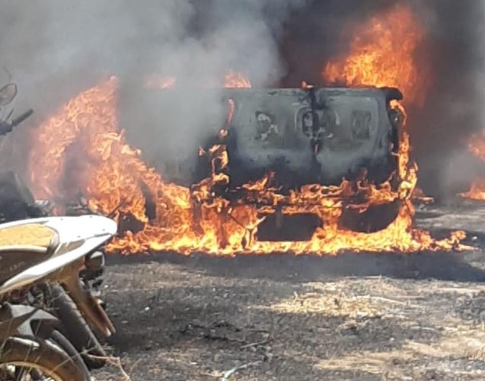 Incêndio destruiu veículos em um pátio da Polícia Civil em Timon — Foto: Polícia Civil