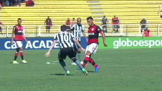 Bruno Silva leva 3° amarelo e vira mais uma baixa no Botafogo contra o Santos