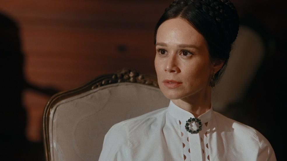 Luísa (Mariana Ximenes) ficará chocada ao saber que Eugênio (Thierry Tremouroux) recebeu uma proposta na França — Foto: Globo