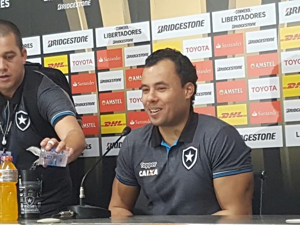 Jair Ventura elogia postura da torcida no Nilton Santos (Foto: Marcelo Baltar/GloboEsporte.com)