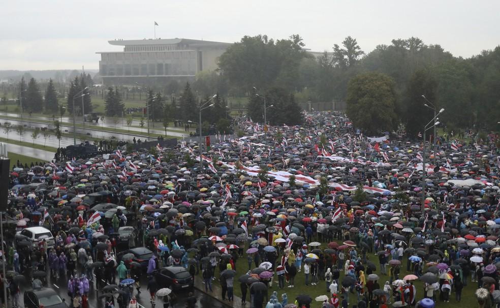 Manifestantes concentram-se em Minsk, capital de Belarus. — Foto: Associated Press