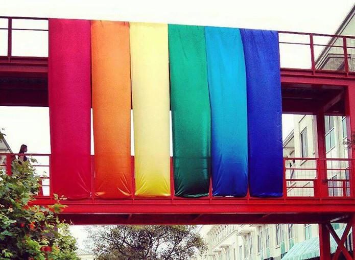 Facebook decorou sua sede com as cores do arco-íris em referência às novas opções de gênero na rede social (Foto: Reprodução/Facebook) (Foto: Facebook decorou sua sede com as cores do arco-íris em referência às novas opções de gênero na rede social (Foto: Reprodução/Facebook))
