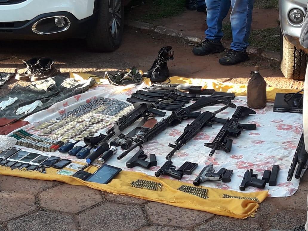 Fuzis são apreendidos e paraguaios são presos suspeitos de planejarem sequestros de brasileiros