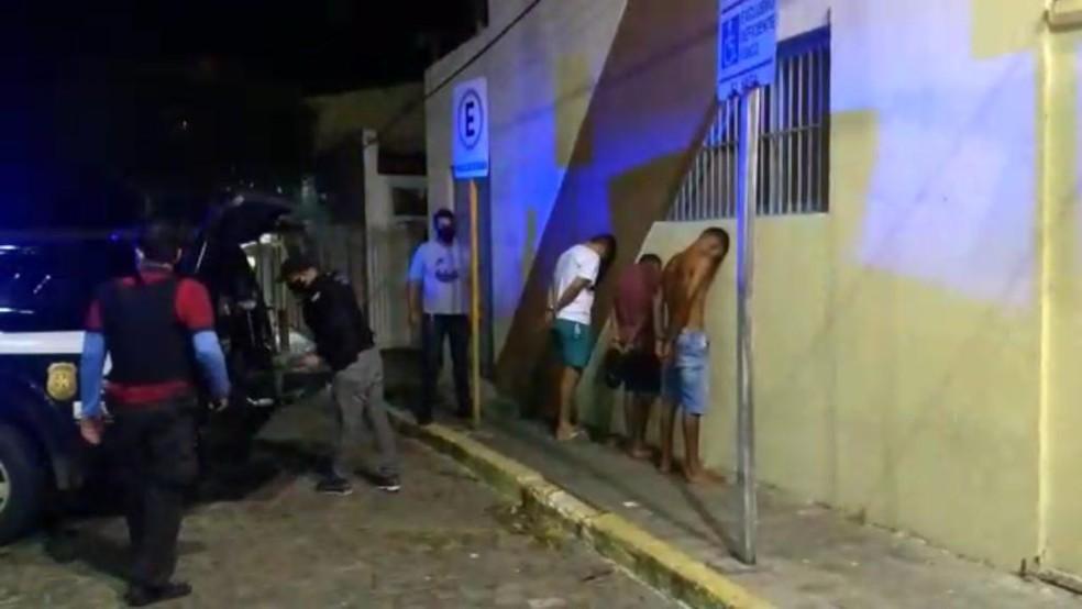 Polícia prende suspeito de envolvimento em latrocínio; Judson Martins da Silva está sem camisa — Foto: Reprodução