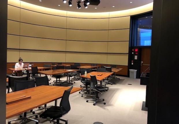 Sala com estrutura mais flexível, que permite trabalhos em grupo (Foto: ARQUIVO PESSOAL/FERNANDA LOPES DE MACEDO THEES)