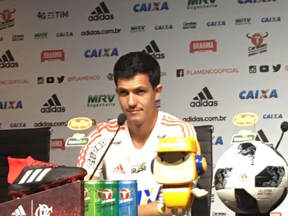 Mauricio Barbieri em coletiva no Flamengo  — Foto: Marcelo Baltar