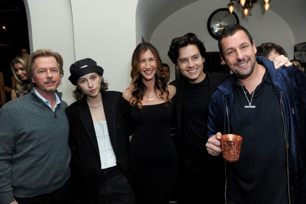 David Spade, King Princess, Jackie Sandler, Cole Sprouse e Adam Sandler no lançamento de Uncut Gems (2019) (Foto: Getty Images)