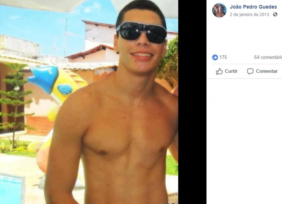 Estudante João Pedro Guedes foi assassinado na porta da faculdade em Fortaleza — Foto: Reprodução/Facebook