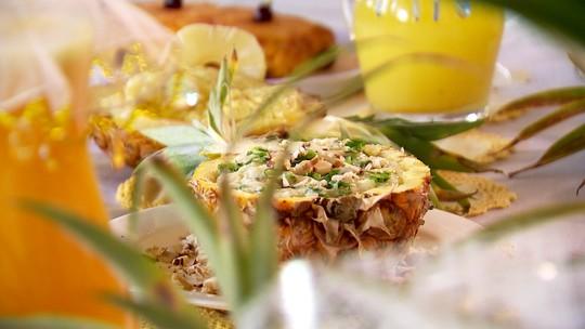 Marcos Paiva prova receita de risoto de abacaxi
