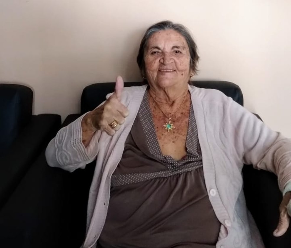 Antônia Adones se recuperou da Covid-19 e agora está em casa após 15 dias internada — Foto: Cedida