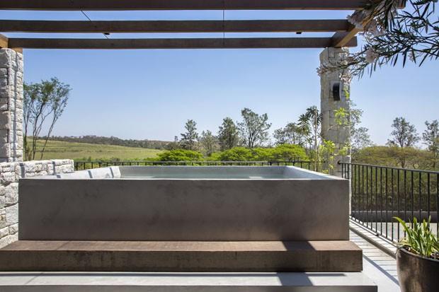 Uma casa de fazenda moderna para uma jovem família no interior paulista (Foto: MCA Estúdio)