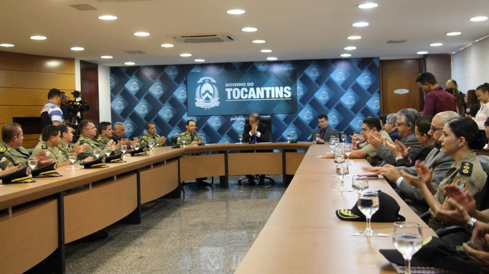 Governador assina contrato com empresa para concurso da PM (Foto: Lara Tavares/Governo do Tocantins)