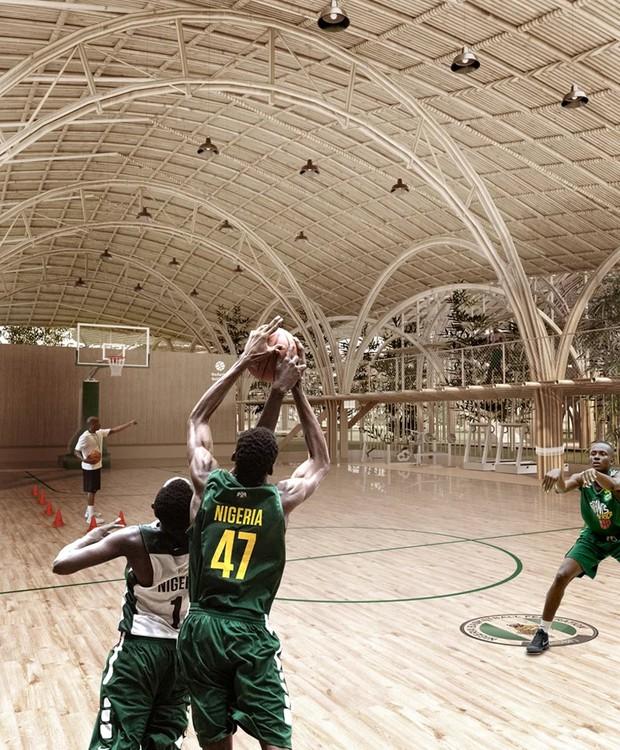Além do campo de futebol, outras atividades podem ser praticadas no local, como o basquete (Foto: Designboom/ Reprodução)