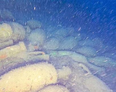 Navio romano de 2,2 mil anos com carga de vinho é encontrado na Itália