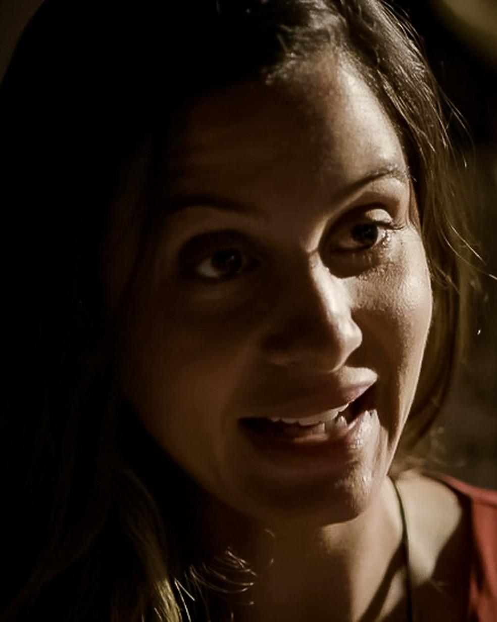 Leila (Jade Cardozo) acusa Filipe (Pedro Novaes) de humilhá-la, em 'Malhação - Toda Forma de Amar' — Foto: Globo