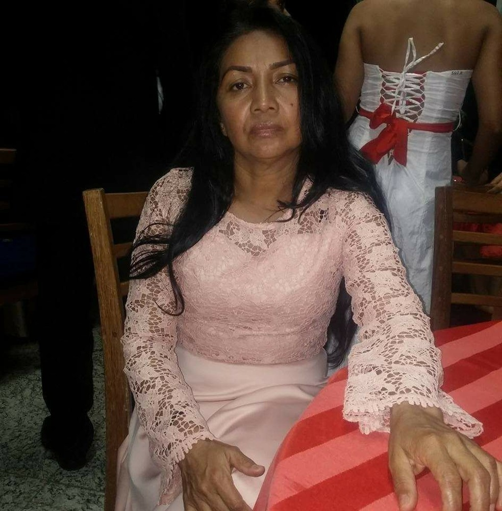 A mãe dele, Valquiria Roque, 49 anos, também foi atingida e está no Huerb em Rio Branco (Foto: Arquivo da Família)