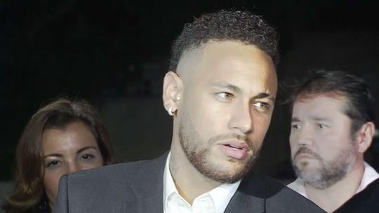 Neymar diz à polícia que usou preservativo com Najila, deu tapas a pedido dela, e que modelo posou para fotos das nádegas