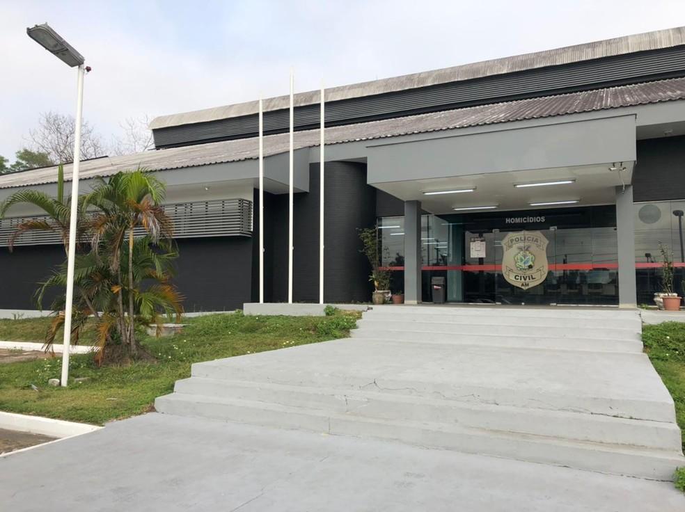 Delegacia Especializada em Homicídios e Sequestros (DEHS) vai investigar o crime. — Foto: Matheus Castro/G1 AM