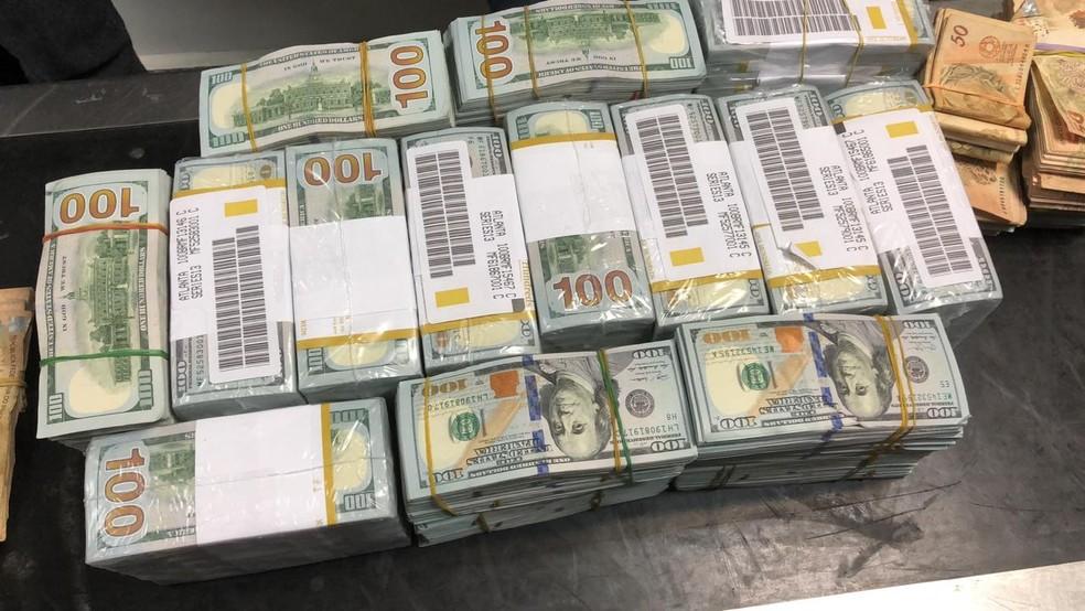 PF apreendeu US$ 1,4 milhão em uma das malas da comitiva da Guiné Equatorial — Foto: Divulgação