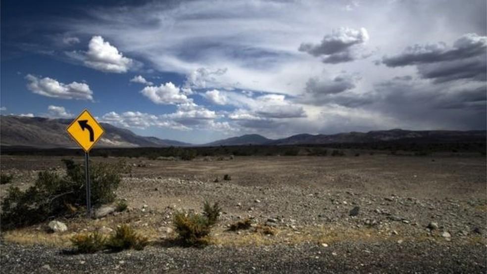 Vale da Morte é um grande deserto com dunas de areias e canyons — Foto: EPA