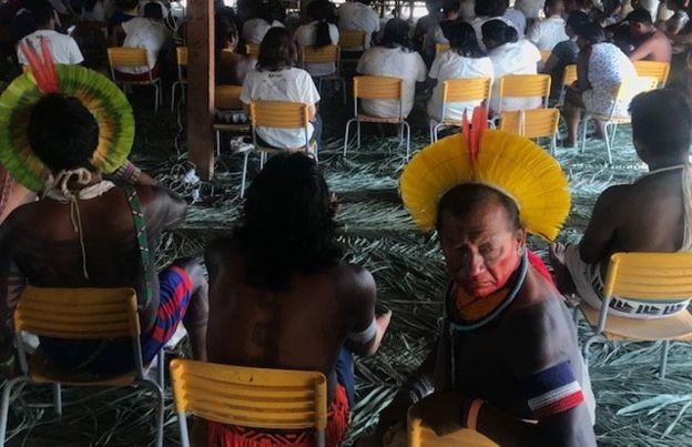 Conferência que reuniu 14 etnias indígenas e quatro comunidades ribeirinhas na Terra Indígena Menkragnoti (PA) (Foto: Reprodução/BBC)
