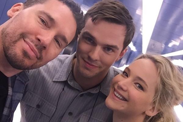 Bryan Singer, Nicholas Hoult e Jennifer Lawrence (Foto: Instagram)