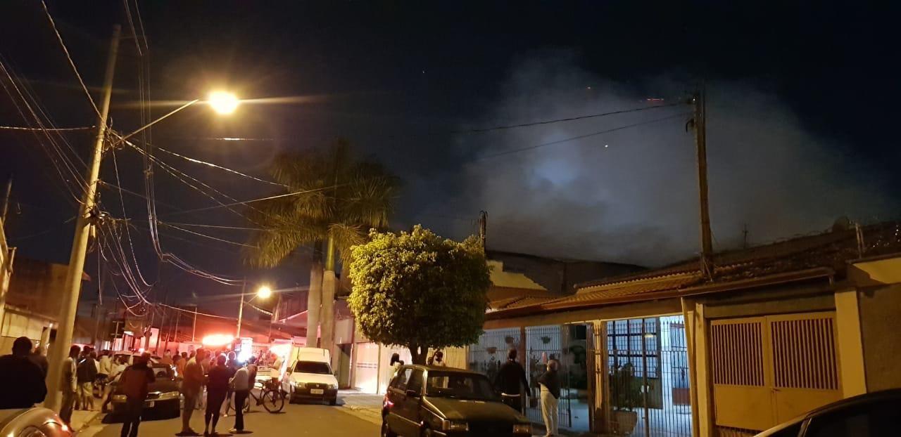 Incêndio em distribuidora de produtos alimentícios mobiliza bombeiros em Sorocaba