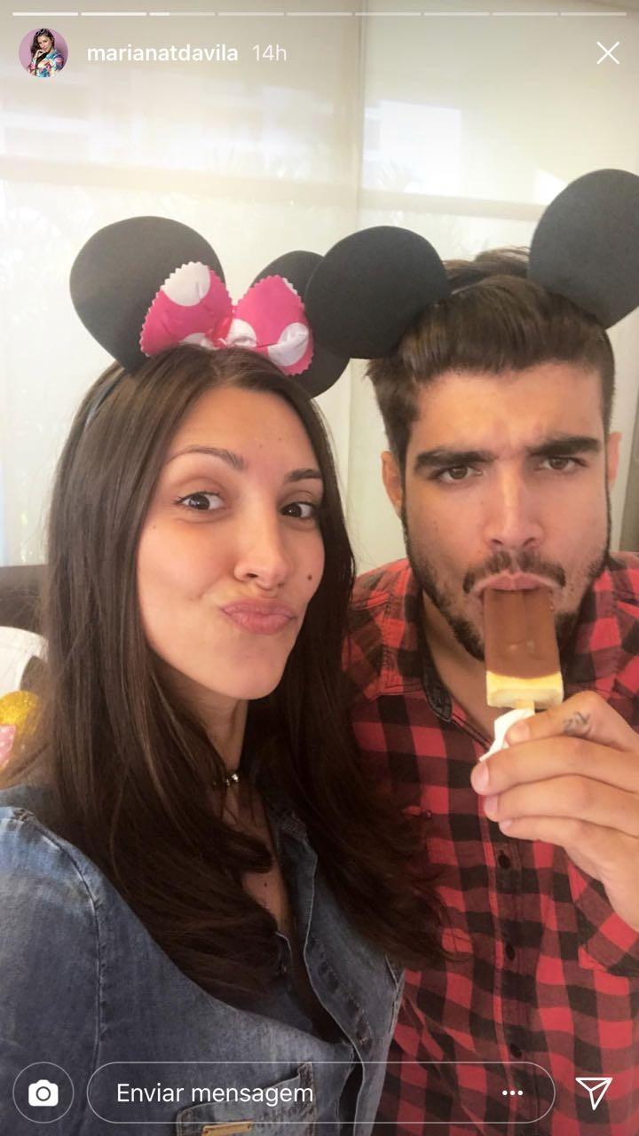 Caio Castro curte festinha infantil com Mariana D'Ávilla (Foto: Reprodução/Instagram)