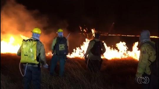 Parque Nacional da Chapada dos Veadeiros tem combate ao incêndio reforçado com bombeiros e brigadistas