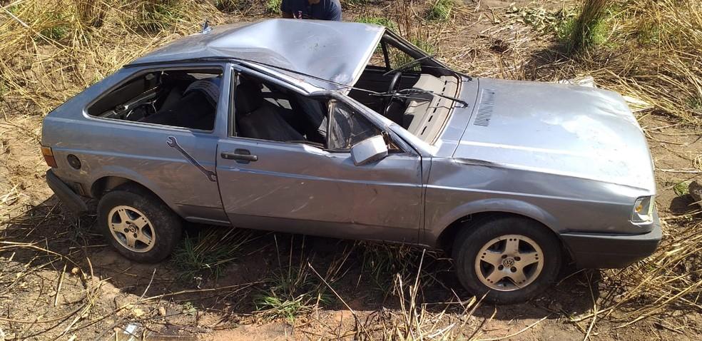 Quatro pessoas se envolveram no acidente, porém não sofreram graves ferimentos — Foto: Divulgação/Polícia Rodoviária Federal
