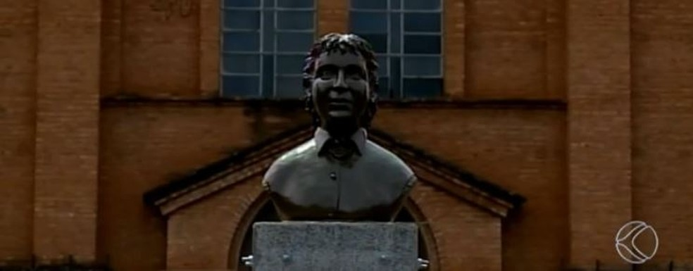Busto da princesa Isabel em Uberaba — Foto: Reprodução/TV Integração