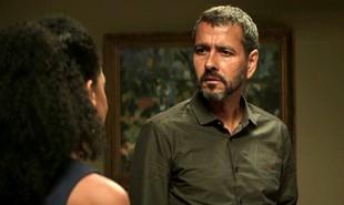 Na segunda-feira (10), Amadeu (Marcos Palmeira) flagrará Maria da Paz (Juliana Paes) e Régis (Reynaldo Gianecchini) saindo para um encontro | TV Globo