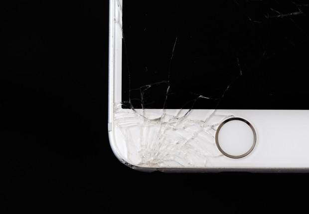 Procurar a assistência técnica para realizar a troca de uma tela quebrada pode se tornar uma tarefa completamente desnecessária no futuro (Foto: Pexels)